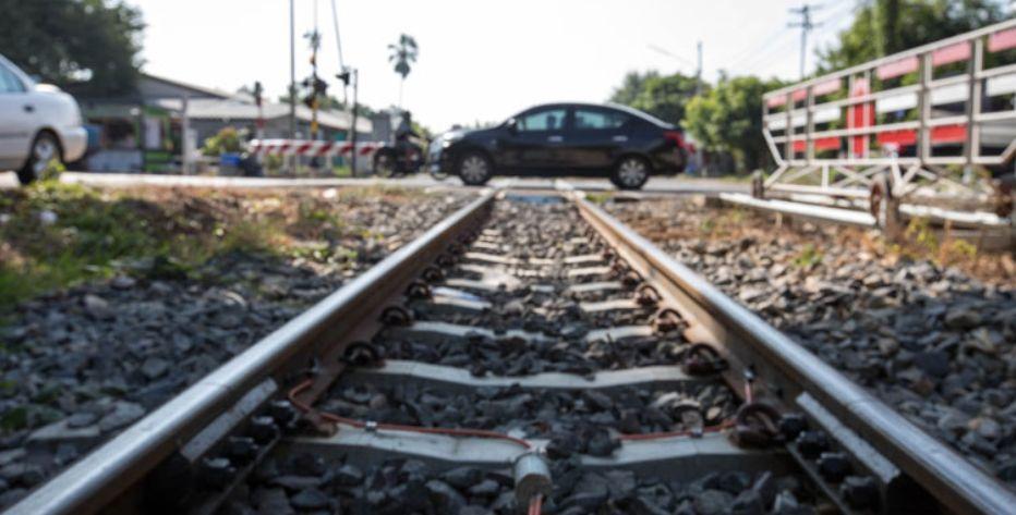 רכב חוצה פסי רכבת