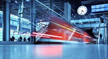 רכבת נוסעים בתחנה